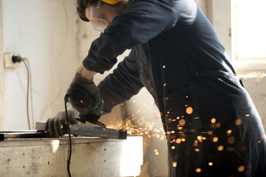 Manuel Alves Guerreiro MAG - Construção Civil, Serralharia Civil, Mecânica, Metalomecânica, manutenção e reparação mecanica, canalização, pintura, prestação de serviços, oficina, produção própria